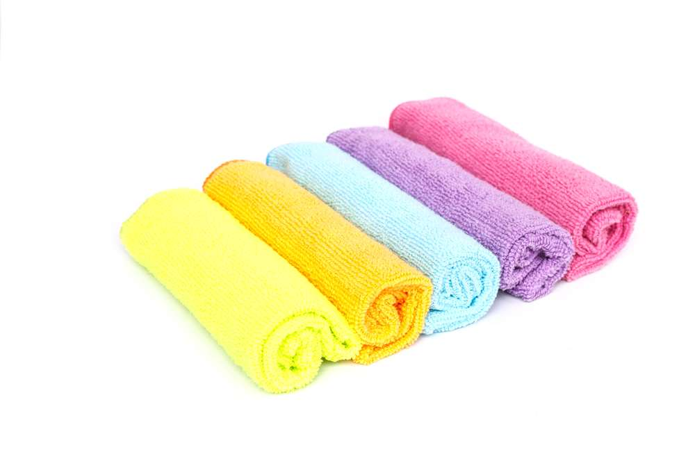 Color microfiber cloths for cleaning home